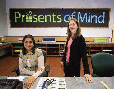Presents of Mind register and gift wrapping area Bilde