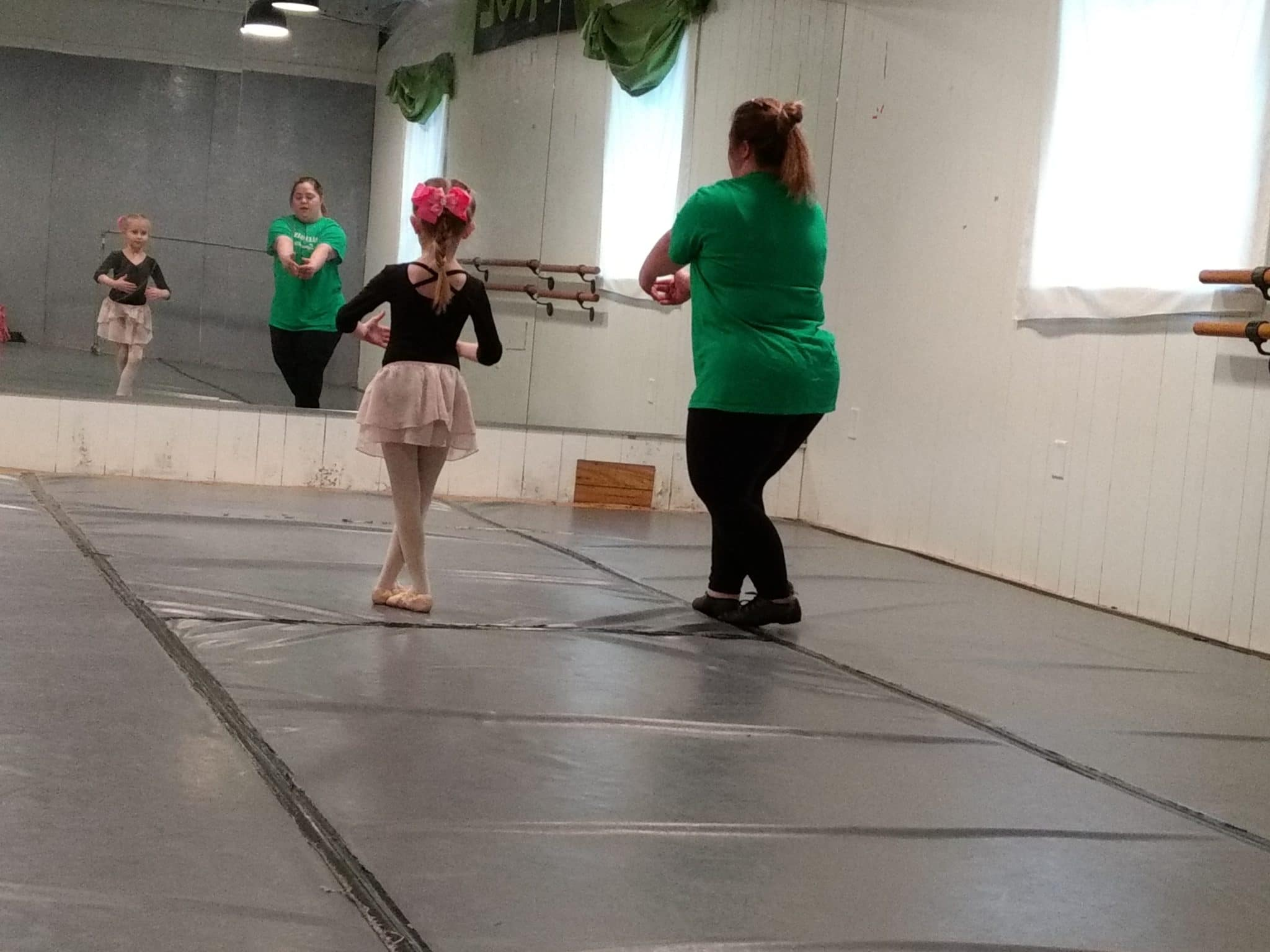 Nikki teaches Ballet and Tap to a class of five and six-year-olds