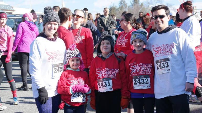 Cupids Chase 5 Family Runners Posing